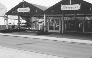 -43- Nach Weiterverkauf und Zwangsversteigerung erwarb ein Sohn von Alois Albermann das Grundstück und erbaute hier ein Blumen-u. Gewächshaus.