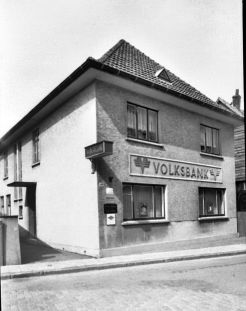 -153- Haus Hönemann, später Volksbank (1962)