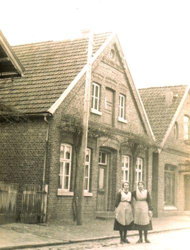 -230- Wohnhaus Blettrup, rechts daneben Schewe