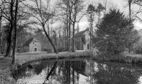 -54- Burgkapelle, links davon die alte Wassermühle