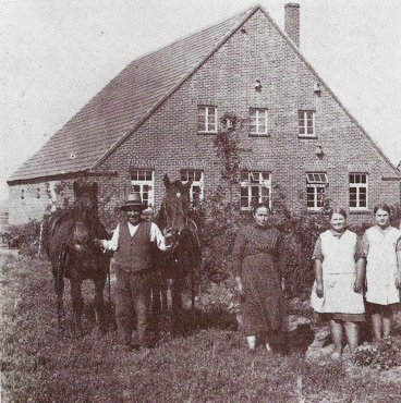 -3- Kolonat Nr. 1 erwarb Heinrich Grewer aus Osterfeine. Heutiger Besitzer ist Thorsten Gerdes. Die Kolonate besaßen zur Zeit der Teilung eine Größe von jeweils ca. 12 ha. Dieses wurde damals als ausreichend für einen Vollerewerb angesehen.