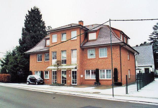 -42- Haus von Heitmann, früher Kenkel. Dahinter erkennbar das Haus Rathmer