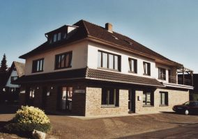 -55- ehemaliges Haus Kathmann, heute Scholz Tischlerei. Im hinteren Teil des Hauses an der Alten Drostestraße befand sich das legendäre Kupferstübchen