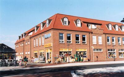 -7- Das heutige Gebäude, noch von Krapp gebaut. Heute Zahnarztzentrum und Postenbörse, ca. 2011