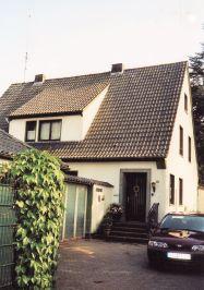 """-43- Haus Rathmer Bj. 1954/55, ehemalige Praxis von Dr. Rathmer, versetzt hinter Heitmann. Rechts daneben verläuft der Durchgang zur Rombergstraße """"An der Apotheke"""""""