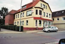 """-46- rechts neben dem Durchgang """"An der Apotheke"""" liegt die sog. """"Bahnhofsapotheke"""" von Wansorra (2008)"""