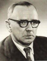 Franz Mäkel *20. 07. 1901 in Dinklage; † 1960, 1952- 1960 Landrat (CDU)