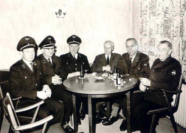 Die Dinklager Eisenbahner mit Vorgesetzten aus Oldenburg