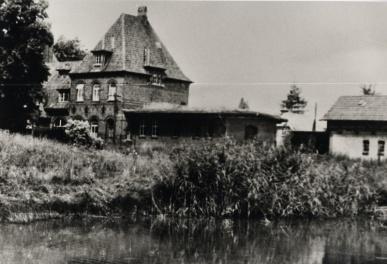 Der Teich vor dem Bahnhofsgebäude war ein Löschteich
