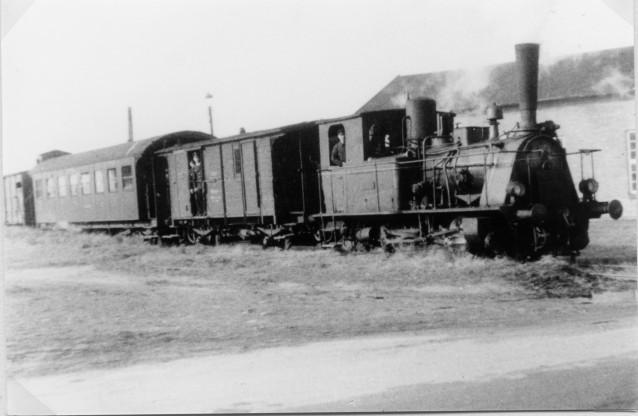 Zug vor Auffahrrampe Foto: Quill 13. Oktober 1952