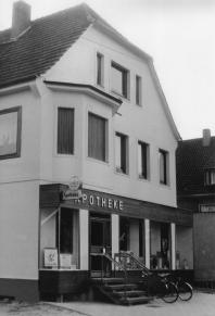 -45 A- Driversche Apotheke, Bahnhofstr. 18, Foto 1965