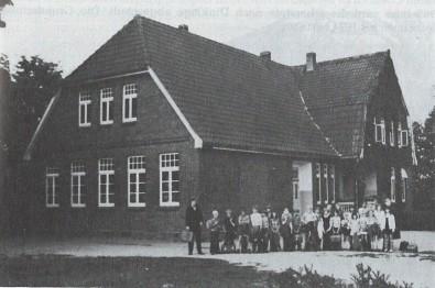 1919 Die Schweger Schule nimmt den Betrieb auf