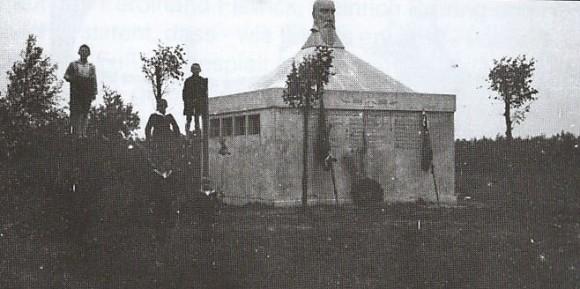 1927 das Denkmal für Turnvater Jahn wird eingeweiht.