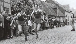 1954 Straßenlauf anläßlich der Feierlichkeien zum 50jährigen Bestehens des TVD