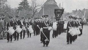 1970 Niederländischer Besuch beim Schützenfest. Der Musikverein De Eendracht marschiert mit.