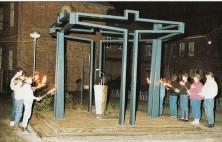 1986 Einweihung des von Heinrich Hartong entworfenen Denkmals zum Kreuzkampf