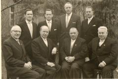sitzend 3. Von links: Arnold Frerker