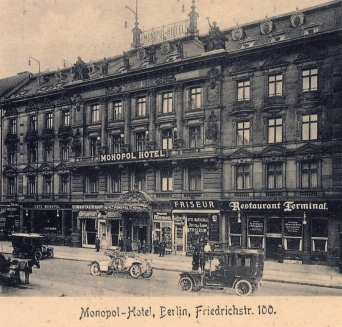 Hotel Monopol, Berlin. Hier wohnt Heribert von Galen während seiner Aufenthalte in Berlin