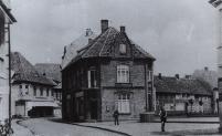 Der Platz vor der Kirche um 1940