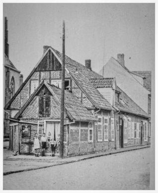 -78a- Haus Bahlmann, dahinter Kamphaus. Foto aus dem Besitz von Dierk Bahlmann